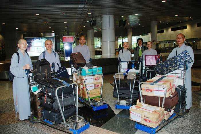 1-6月19日幾位法師帶著滿滿的行李踏上馬來西亞